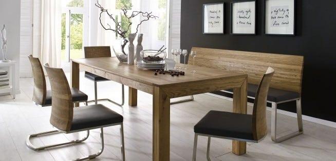 Tisch aus Holz, Sitzbank und 4 Stühle