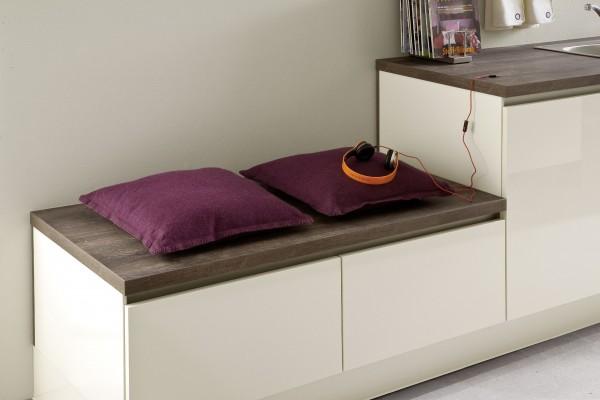 Sitzbank in der Küche aus Unterschränken