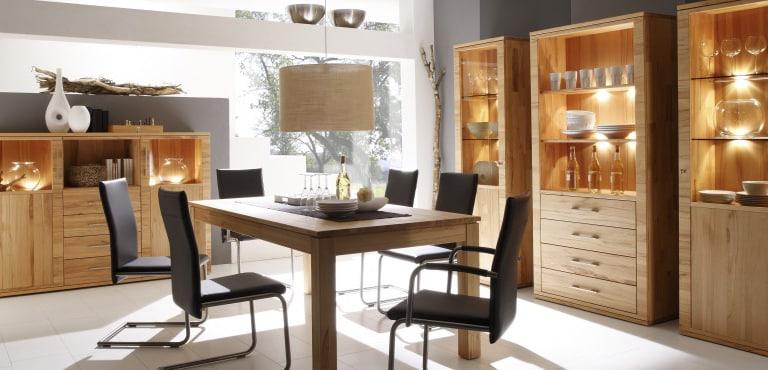 Esszimmer mit schönen Accessoires und Ambiente