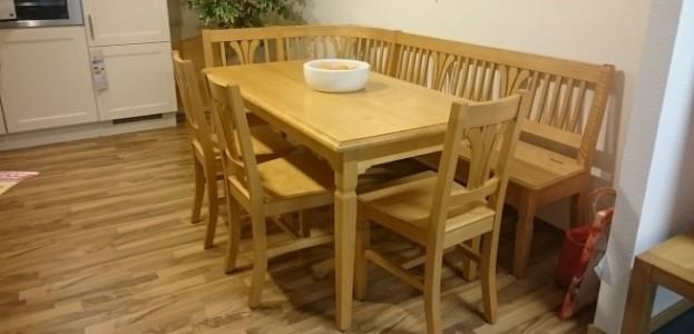 Tischgruppe mit Eckbank und Stühlen
