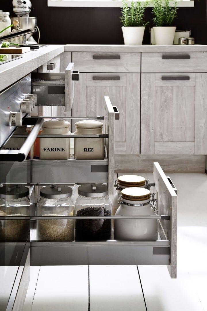 geräumige Küchenschubladen