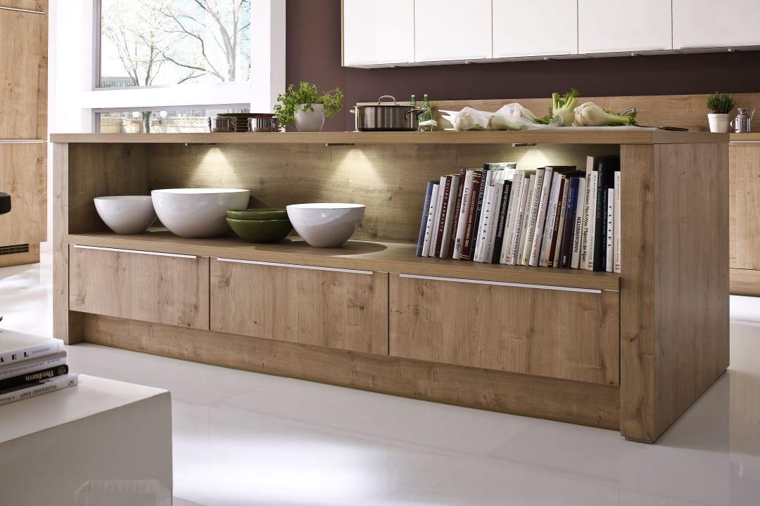 Kücheninsel mit Regal