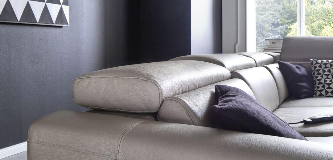 Sofa mit klappbaren Kopfteil