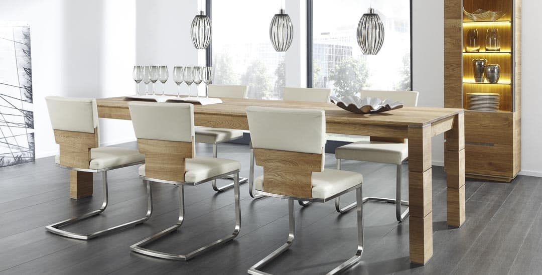 Acerro Tischgruppe mit weißen Lederstühlen