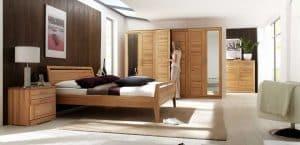 Schlafzimmermöbel in massiver Kernbuche