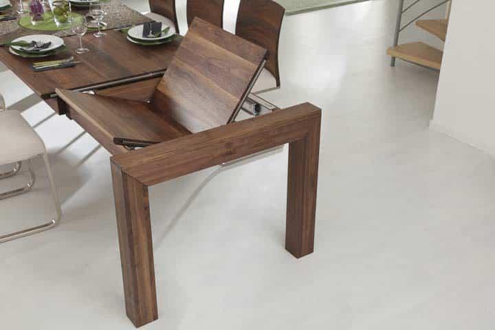 Esstisch mit innenliegender Verlängerungsplatte