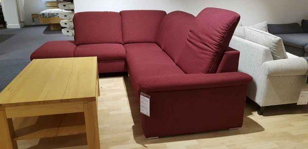 Sofa mit verstellbarer Kopfstütze