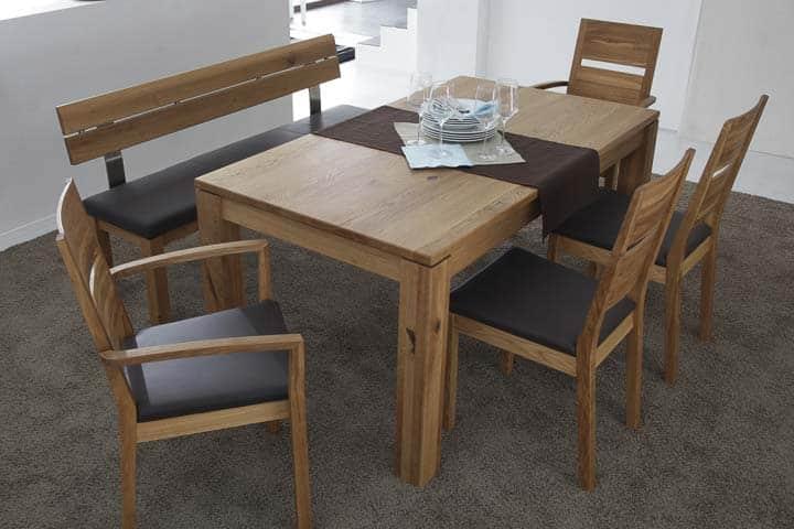 Tischgruppe in rustikaler Asteiche