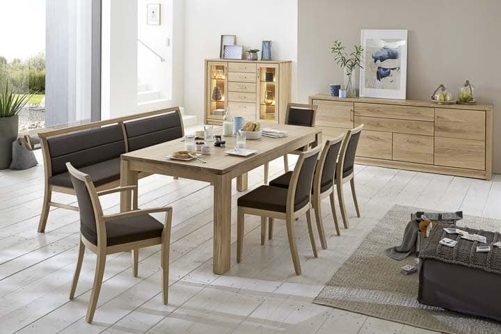 Tischgruppe mit Beimöbeln