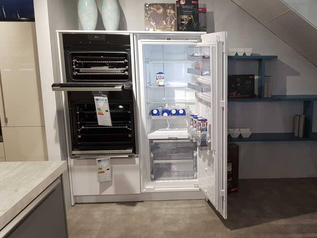 Highboardelement mit Küchengeräten
