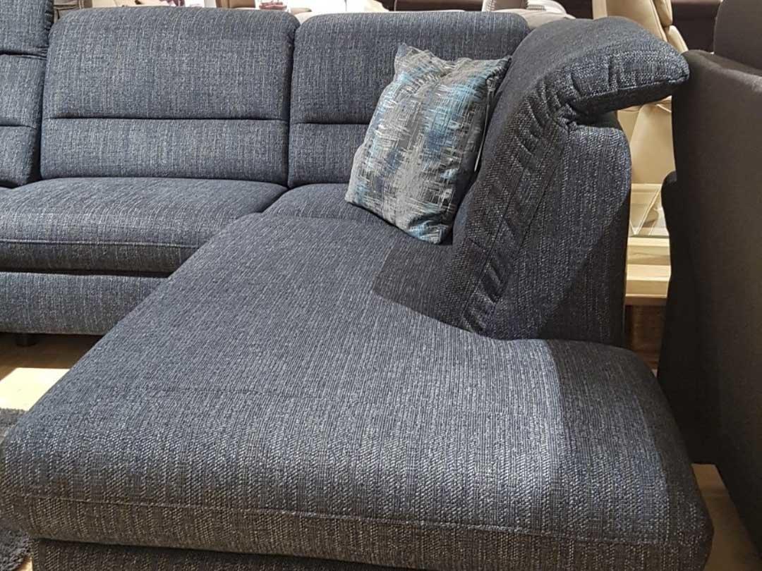 Sofa mit hochklappbarem Kopfteil