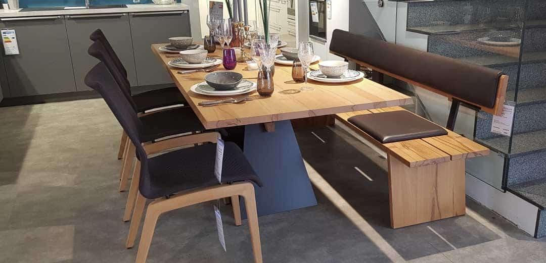 massive-Tischgruppe-Zweigl