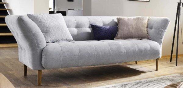 elegantes Sofa im nordischem Look