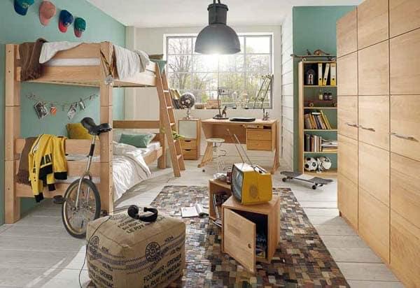 Etagenbett im Kinderzimmer mit 3-türigem Kleiderschrank