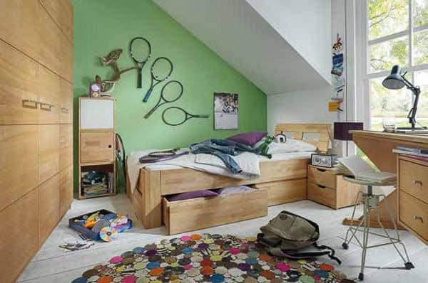 Kinderzimmer aus Buchenholz mit Bett und Schrank