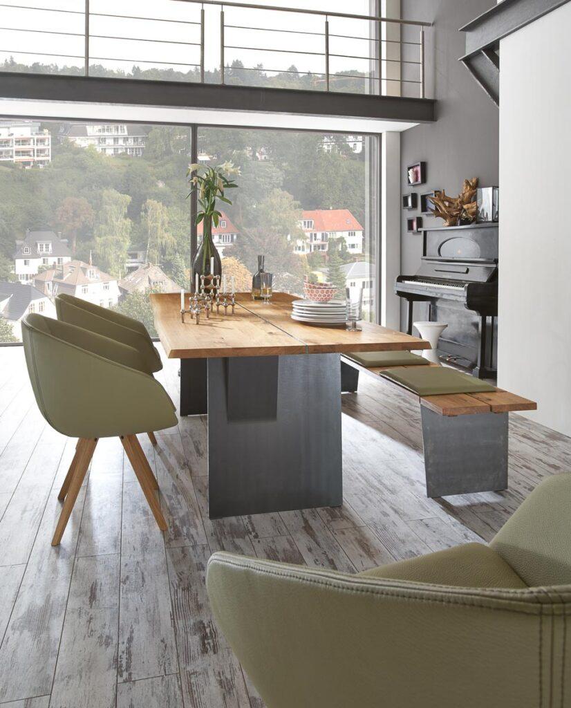 Tischgruppe im Speisezimmer mit Esstisch und Stühlen aus der Kollektion Zweigl von Wimmer