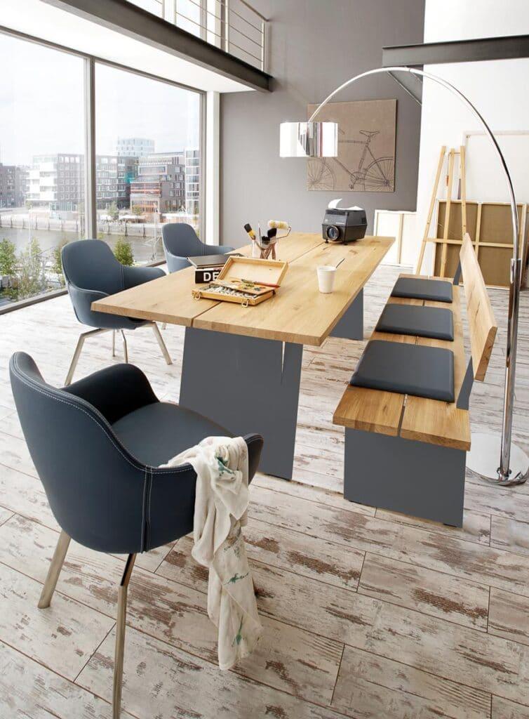 Tischgruppe Z20 von Wimmer Wohnkollektionen mit Sitzbank und drei Drehstühlen