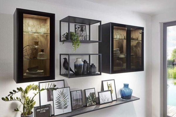 Glashängeschränke mit schwarzem Rahmen