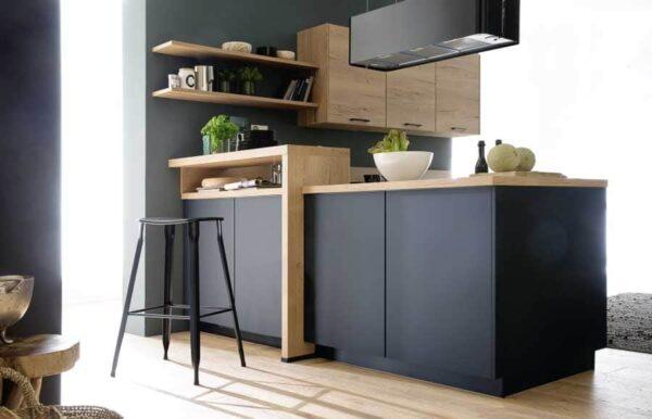 Schwarze Küche mit Designelement mit design element nobilia easytouch