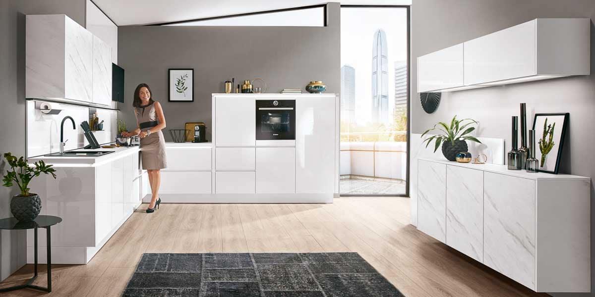 L-Küche in Hochglanz weiß ohne Griffe