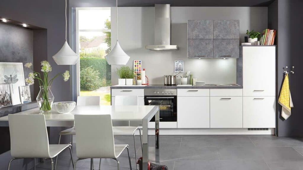 Einfache und preiswerte Küchenzeile bei Möbel Köhler