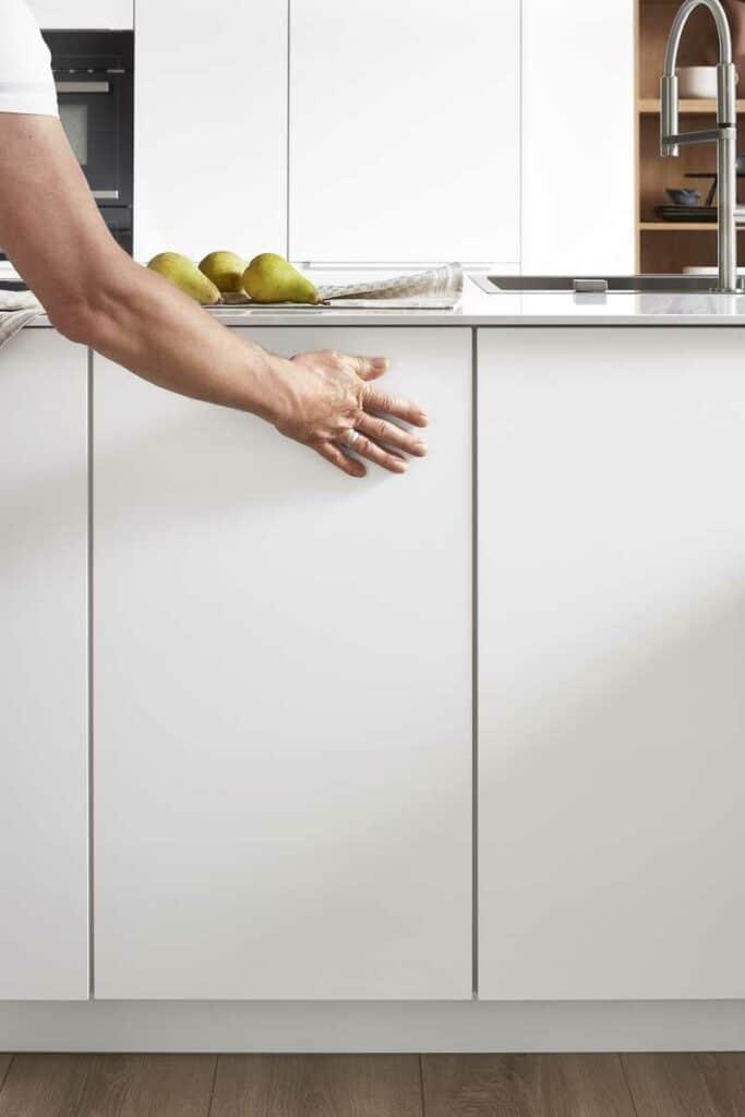 matte weiße Küchenfront