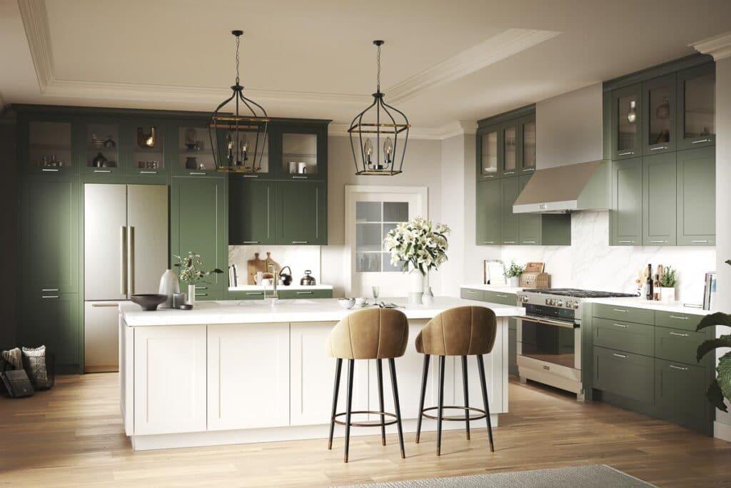 Moderne Landhausfront in Olivegrün mit großen freistehendem Kühlschrank und Rangecooker
