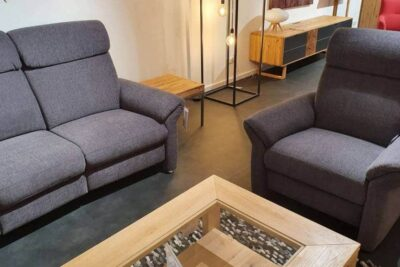 graues Sofa mit Sessel