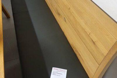 Holzbank mit brauner Lederpolsterung