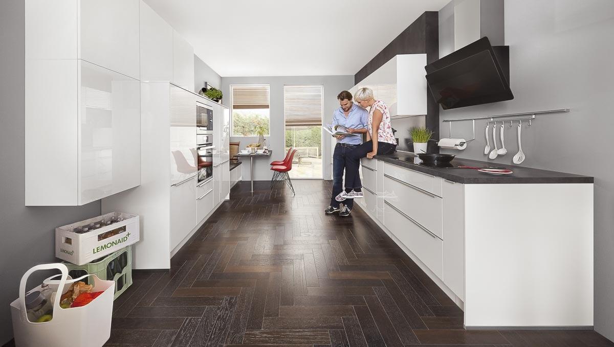 Küchenschränke mit Küchenschubladen