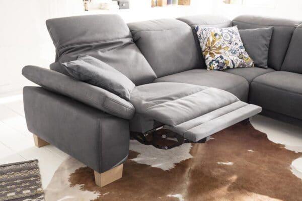 Sofa mit ausklappbare Fusßstütze und Kopfteilverstellung